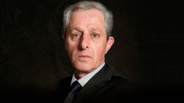 Bomba literaria: Albert Solà vuelve a desafiar al rey Juan Carlos con un libro