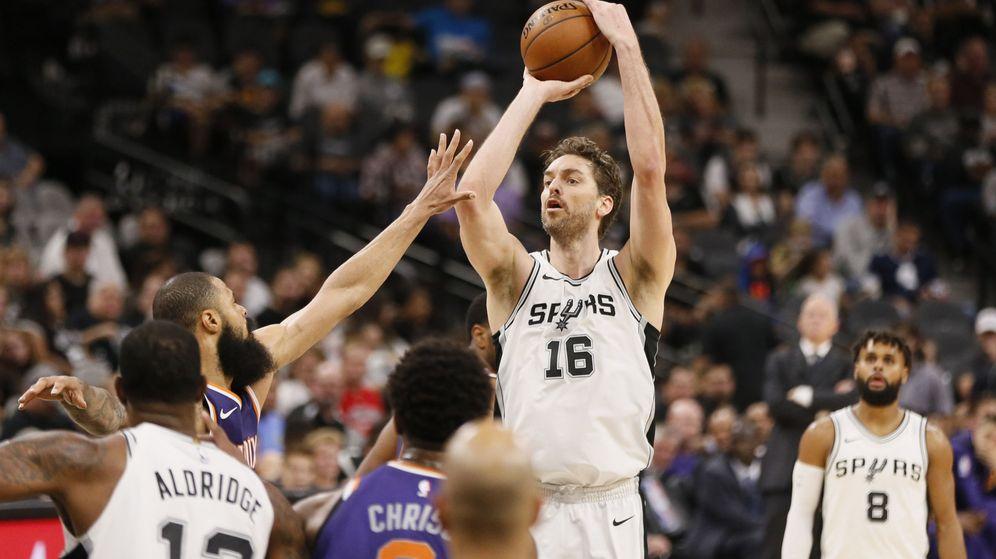 Foto: Los San Antonio Spurs ganaron este domingo por la noche contra los Phoenix Suns. (USA TODAY Sports)