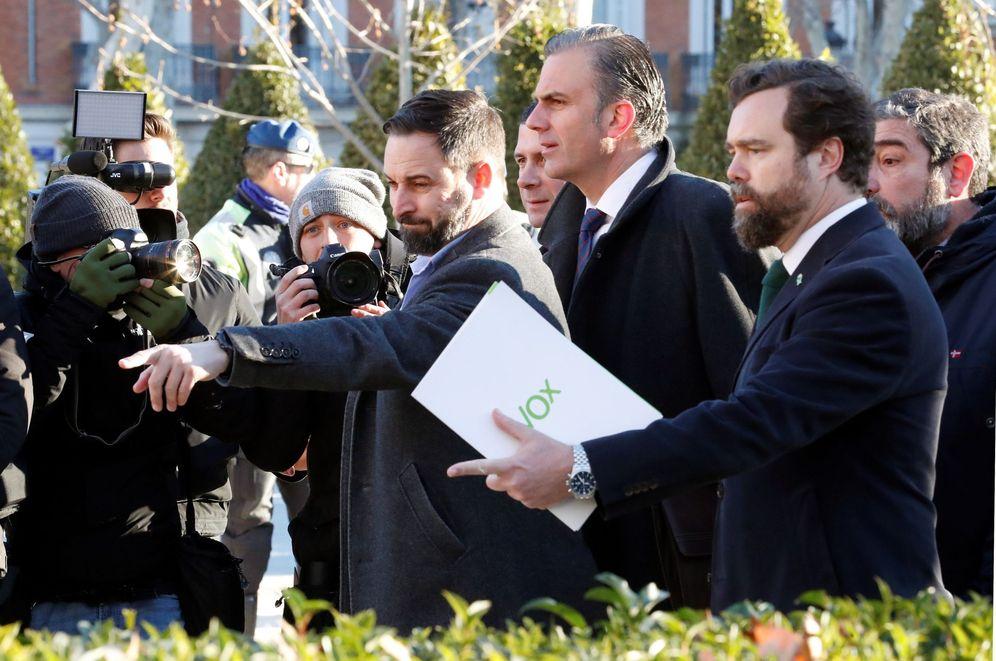 Foto: Llegada de Santiago Abascal, Ortega Smith y Espinosa de los Monteros al Tribunal Supremo.