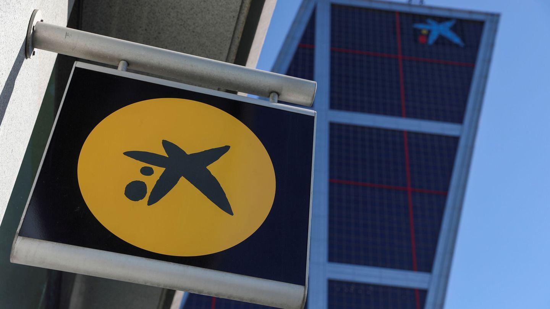 El logo de CaixaBank en las torres KIO. (Reuters)