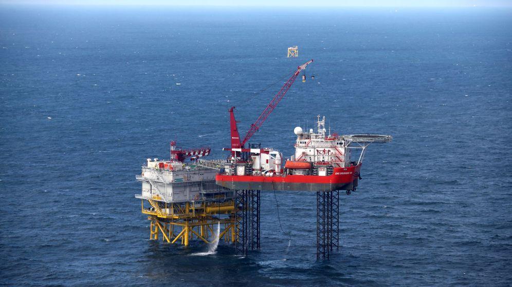 Foto: Instalación de la subestación Andalucía II en el parque eólico marino East Anglia One. (Reuters)