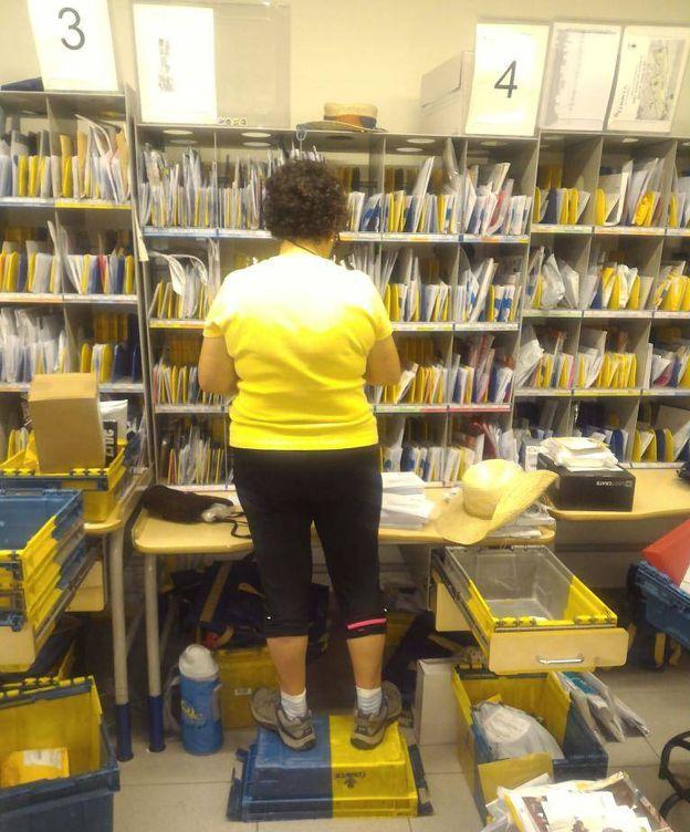Oficinas de correos desbordadas de paquetes fotogaler as for Oficina correos madrid