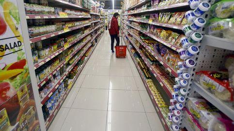 Los españoles empiezan a gastar y baja la tasa de ahorro en pleno caos político