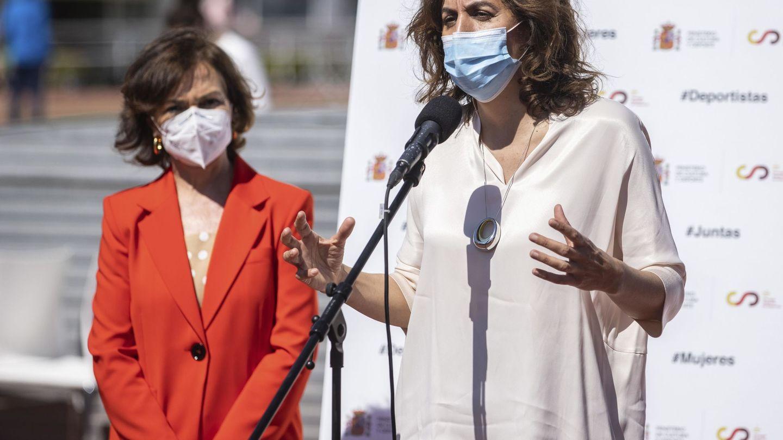 Irene Lozano, junto a la vicepresidenta primera del Gobierno, Carmen Calvo. (EFE)