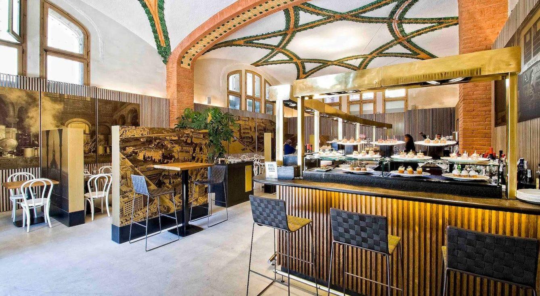Foto: Interior de 1902 Cafè Modernista, edificio declarado Patrimonio Mundial por la Unesco