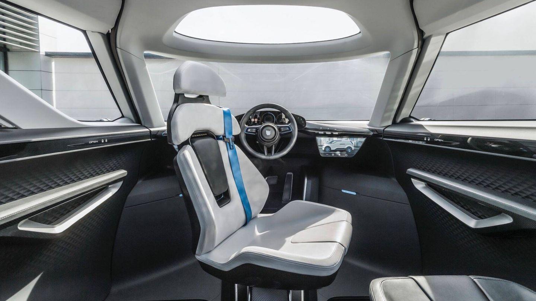 El volante está situado en el centro. (Porsche)
