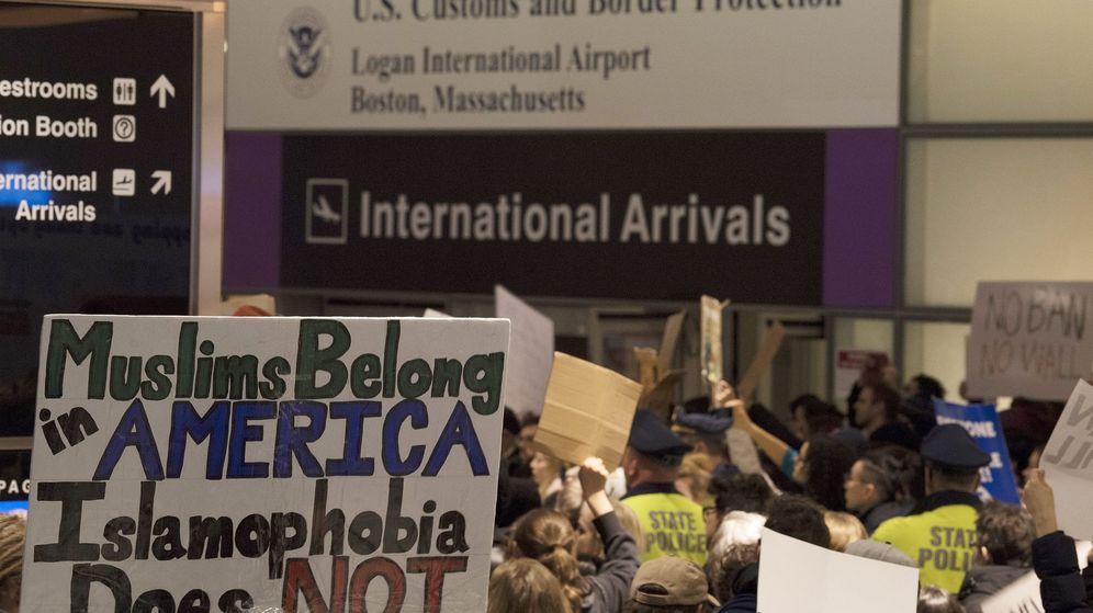 Foto: Protestas por el veto de Trump en el aeropuerto de Boston. (EFE)