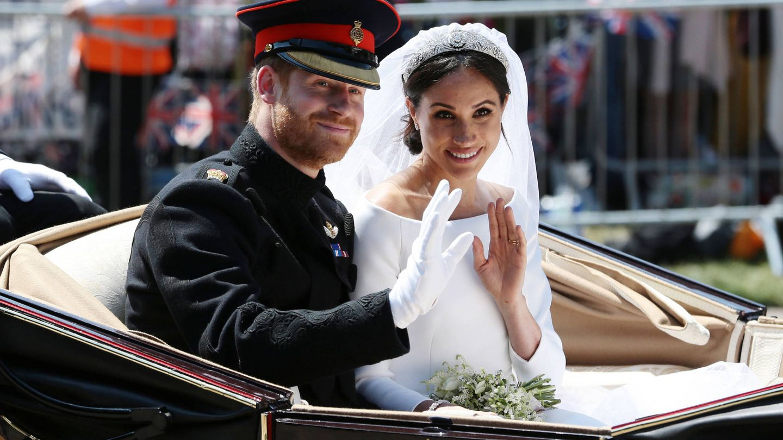 Harry y Meghan saludan el día de su boda. (Getty)
