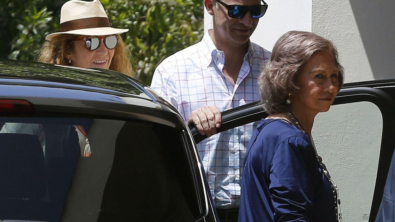 El rey Felipe, la reina Sofía y la infanta Elena, en el 80º cumpleaños de la infanta Pilar, que celebró en su casa de Mallorca. (EFE)