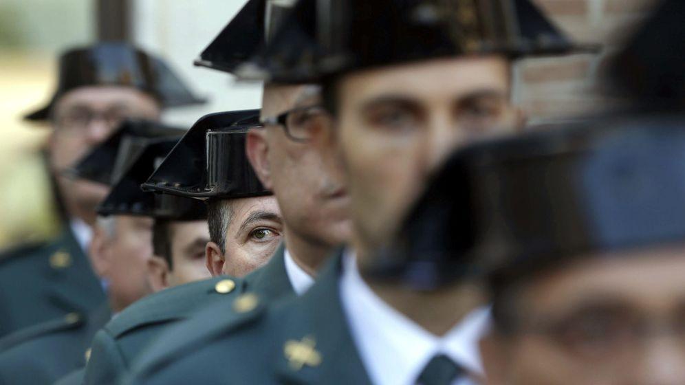 Foto: Guardias civiles durante los actos de conmemoración de la festividad de la Virgen del Pilar en Barcelona en 2014. (EFE)