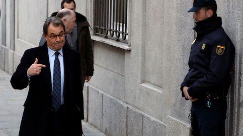 Artur Mas llega al TS entre gritos de la Falange: Traidor, tu sitio es la prisión