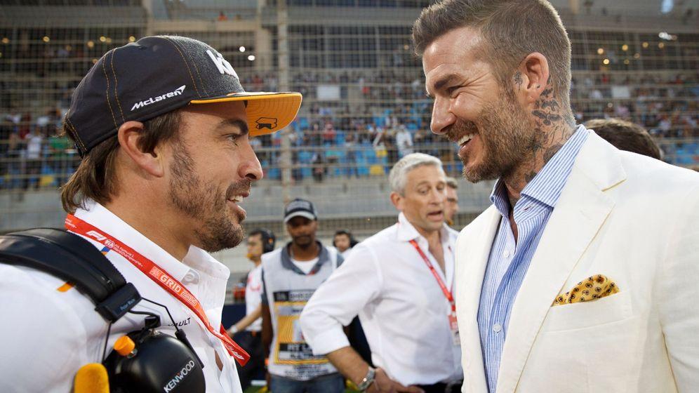 Foto: Fernando Alonso junto a David Beckham en Bahréin. (EFE)