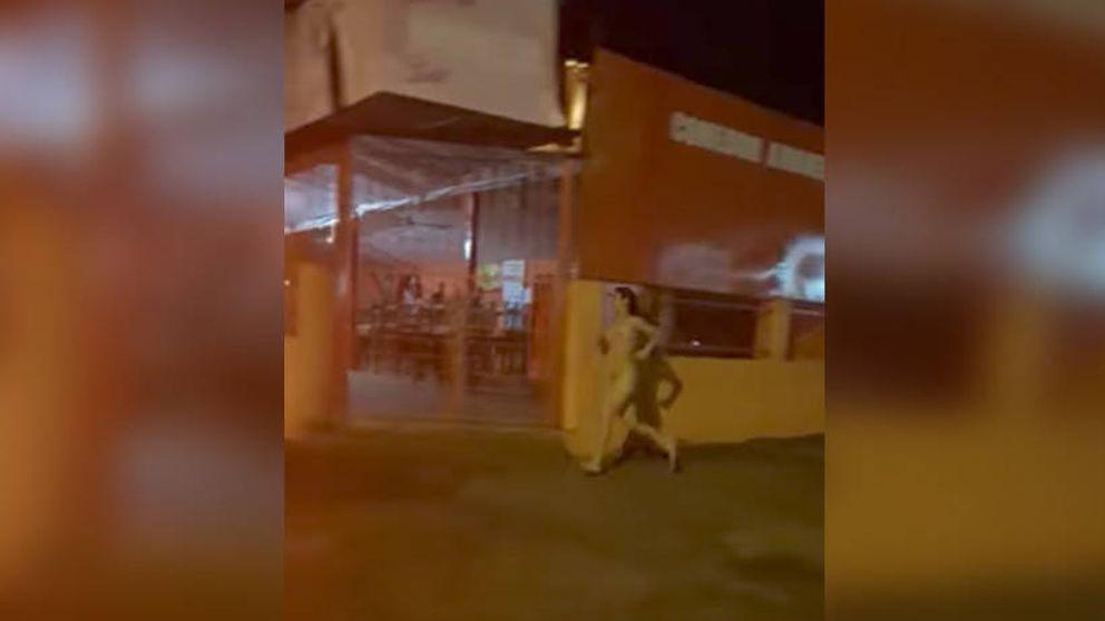La mujer que corría desnuda (mi cuerpo es sexy) por la ciudad