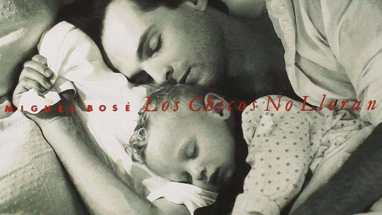 Nicolás y su tío Miguel Bosé. (Amazon)