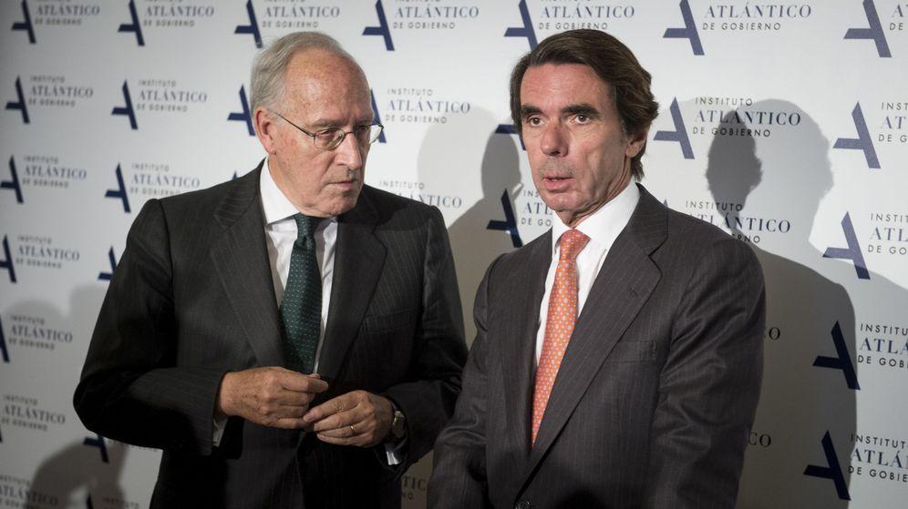 Foto: Manuel Pizarro, junto a José María Aznar. (EFE)