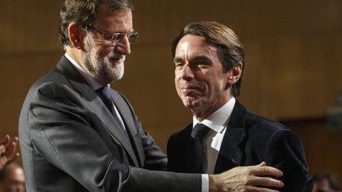 Sabemos lo que realmente quería decir Aznar a Rajoy: esto esconde su carta