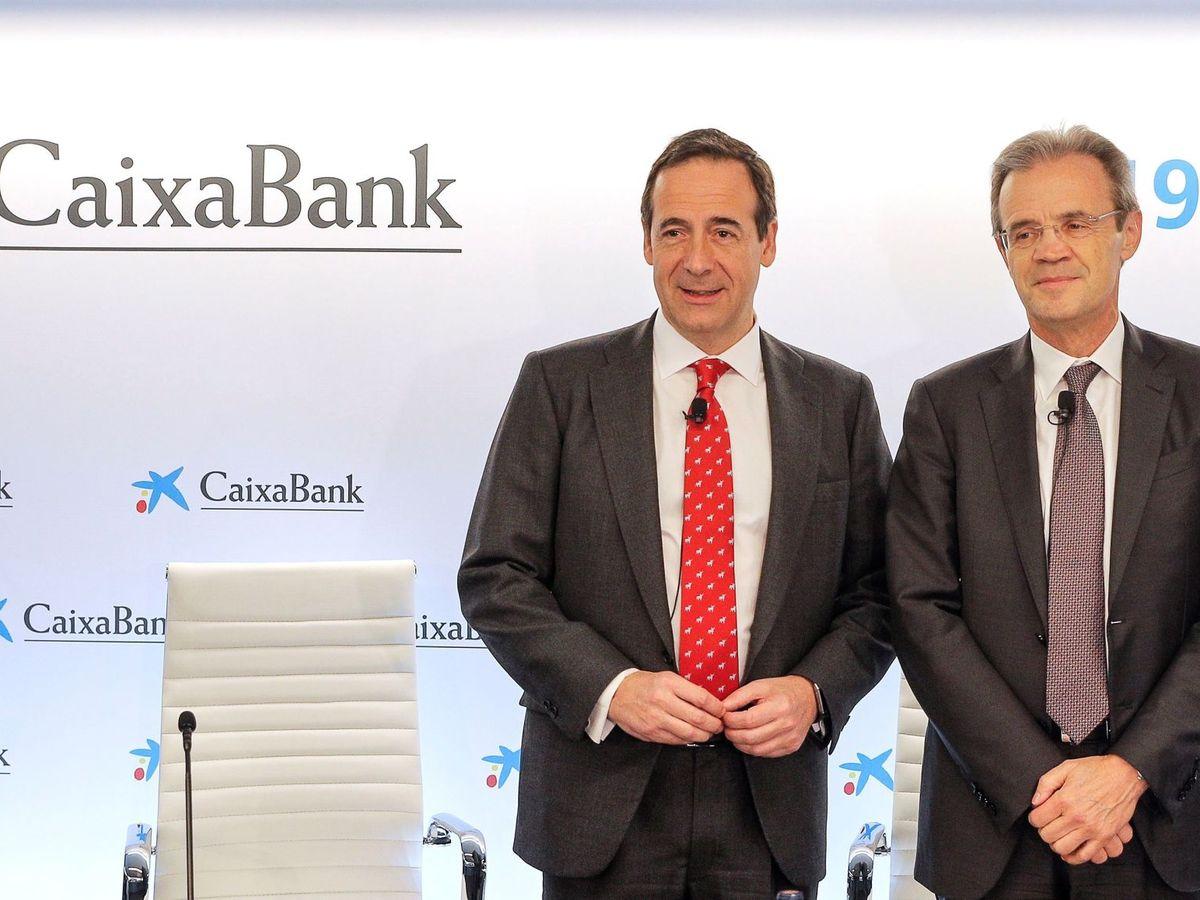 Foto: El presidente de CaixaBank, Jordi Gual (d), y el consejero delegado, Gonzalo Gortázar. (EFE)