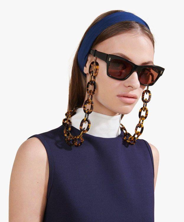 Foto: Las gafas con cadena son lo más. (Staud)
