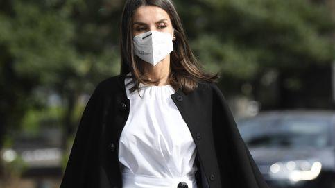 Letizia, elegancia en blanco y negro con la falda que la une con Meghan Markle