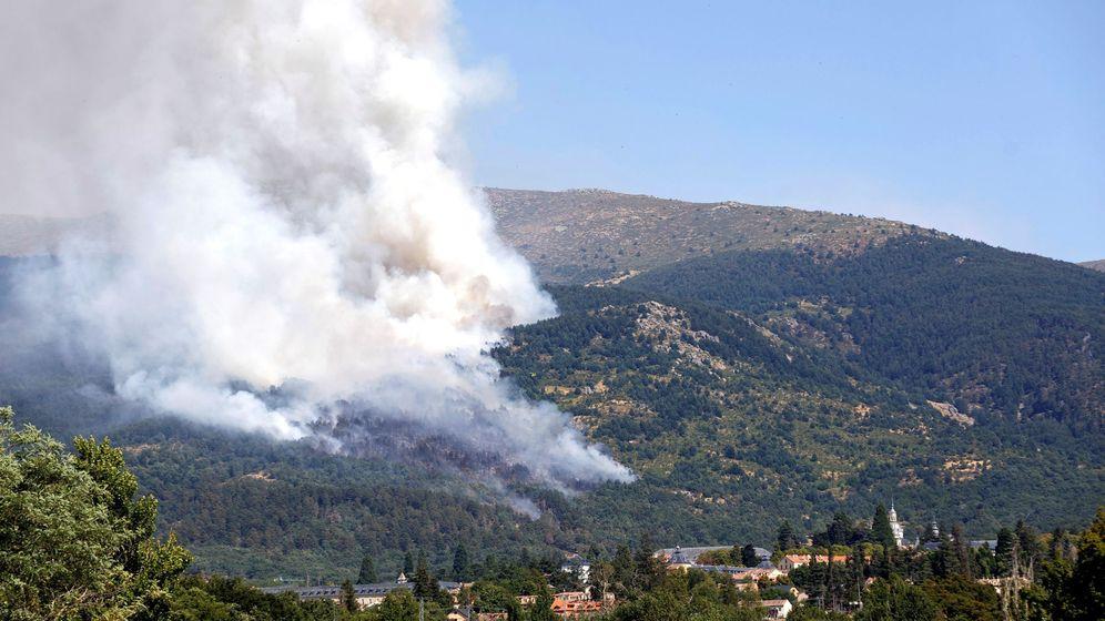 Foto: Incendio próximo al real sitio de San Ildefonso-la Granja. (EFE)