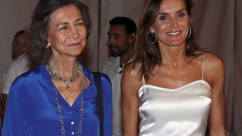 Letizia y la reina Sofía a su salida del concierto del violinista Ara Malikian. (EFE)