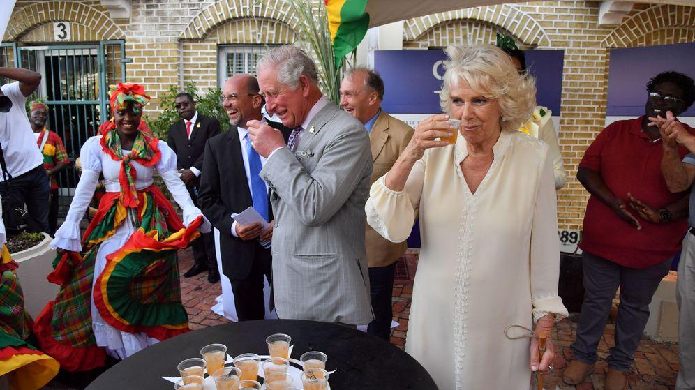 Foto: Camilla y Carlos en su visita a Granada. (Reuters)
