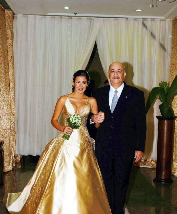 Foto: Virginia Troconis junto a su padre el día de su boda. (Gtres)