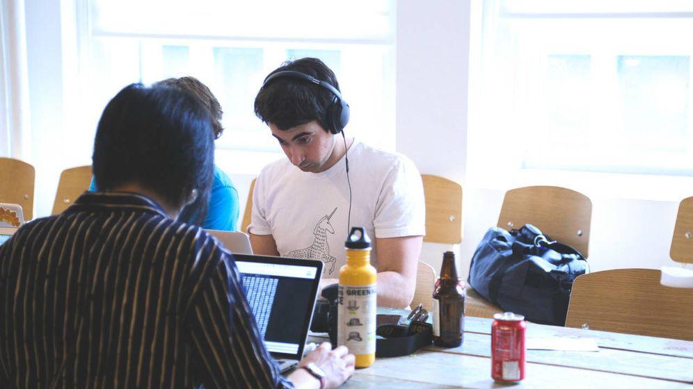 Foto: Trabajar como autónomo, una de las alternativas a las 'cárnicas' (Fuente: StartupStockPhotos)