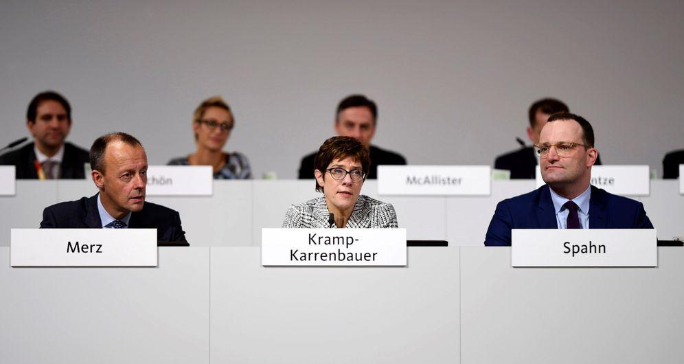 Foto: Los candidatos a la jefatura de la Unión Cristianodemócrata (CDU) Friedrich Merz (i), Annegret Kramp-Karrenbauer (c) y Jens Spahn. (EFE)