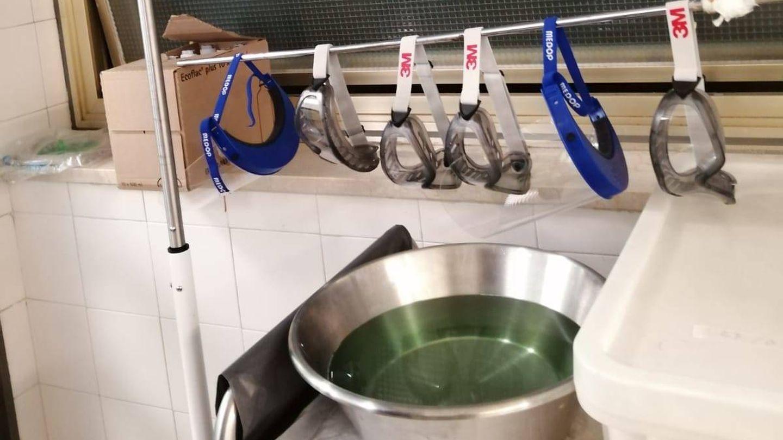 Gafas desinfectadas utilizadas por los médicos. (EC)