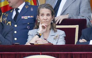 La infanta Elena es 'readmitida' en la Casa Real