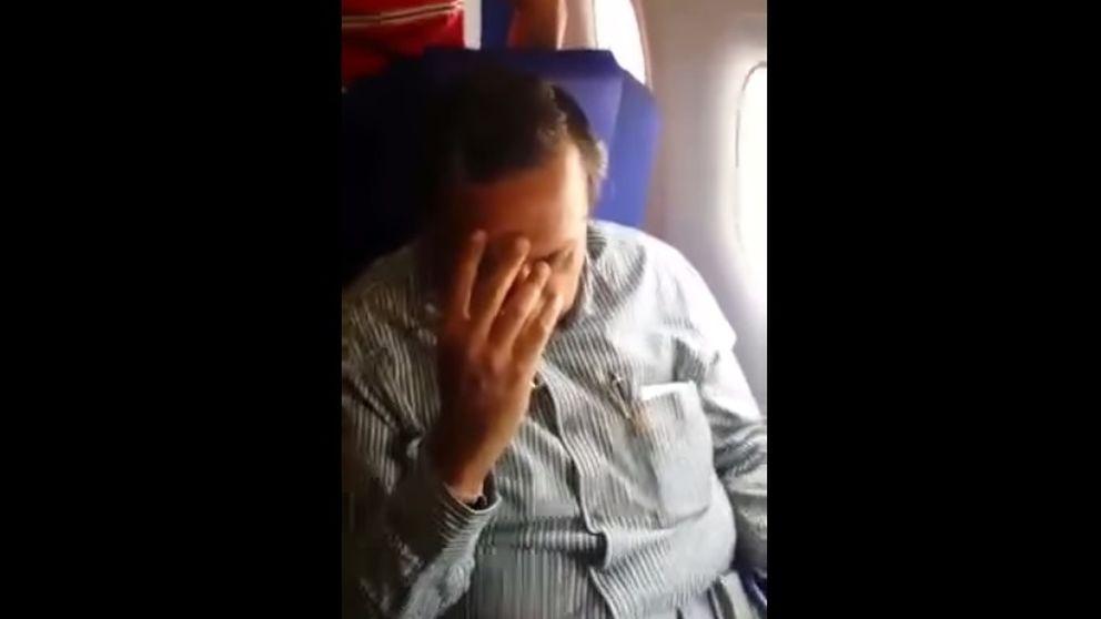 Una chica india humilla con sus gritos a un supuesto acosador a bordo de un avión