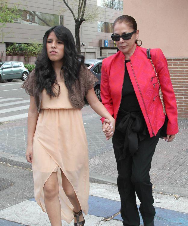 Foto: Una foto para el recuerdo: Isabel Pantoja con Chabelita en 2012. (Gtres)