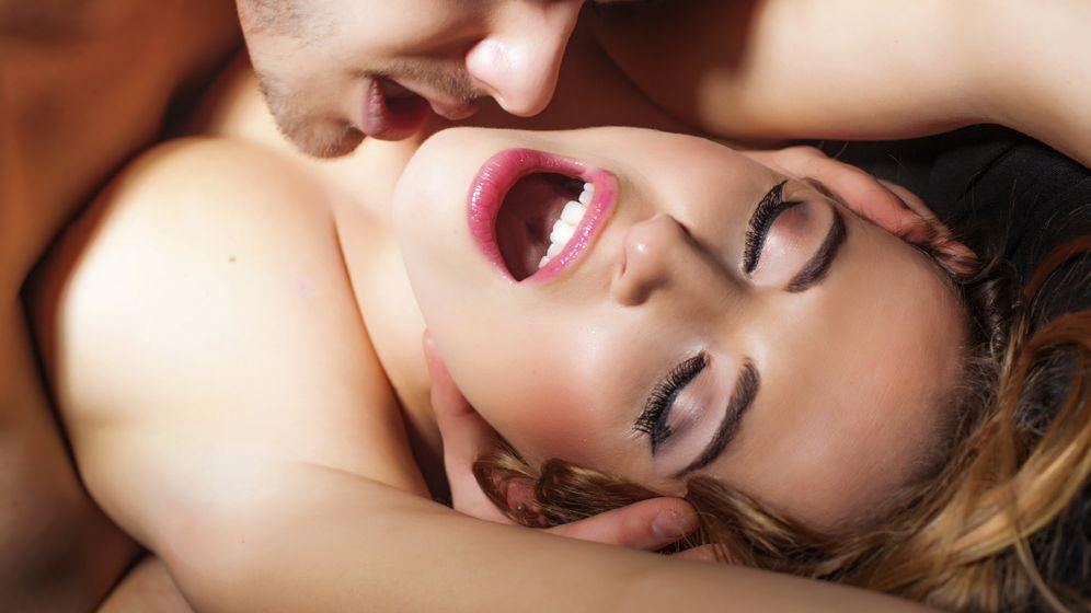 Foto: Si estás segura de que ese día tú no vas a llegar al orgasmo de ninguna de las maneras, puedes trucar los resultados de la partida poniendo un poco de tu parte. (iStock)