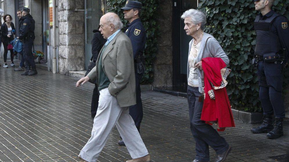 Foto: El expresidente de la Generalitat Jordi Pujol (i), acompañado de su esposa, Marta Ferrusola. (EFE)