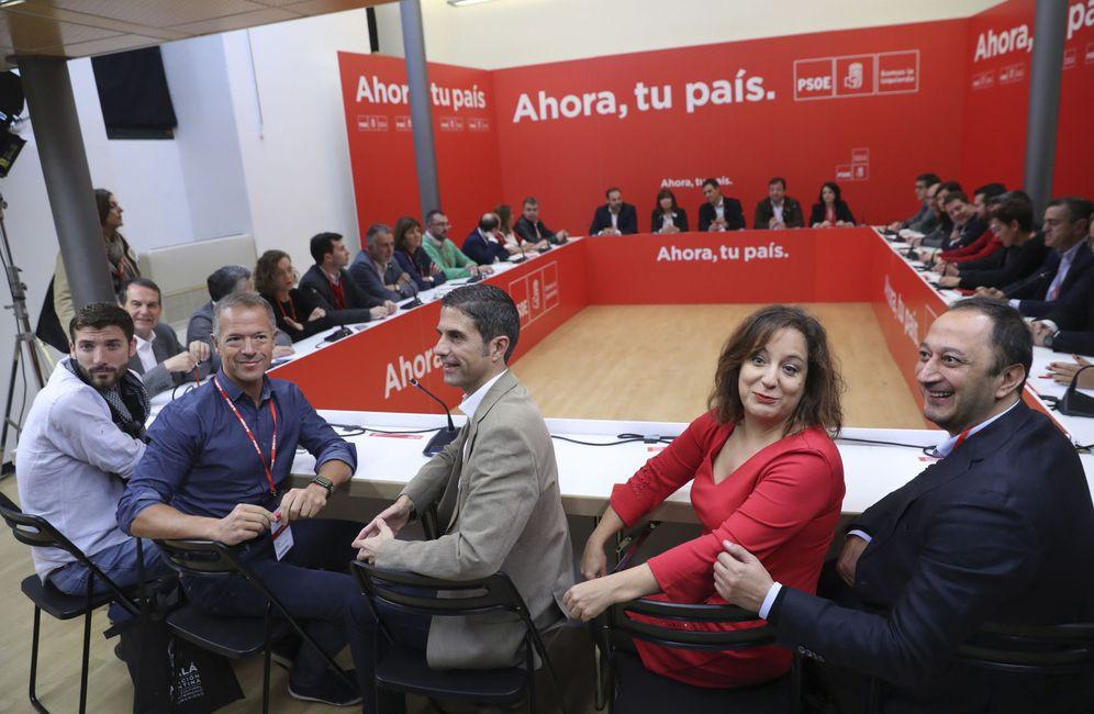Foto: Reunión del consejo político federal del PSOE, este 11 de noviembre en la Concejalía de Cultura de Alcalá de Henares. (EFE)