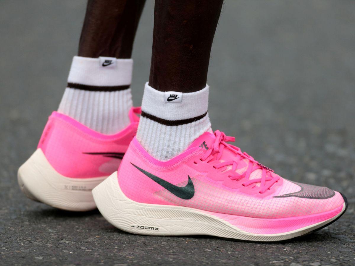 Soportar testimonio Concentración  Las zapatillas 'mágicas' de Nike no se prohibirán por ahora y estarán en  los Juegos