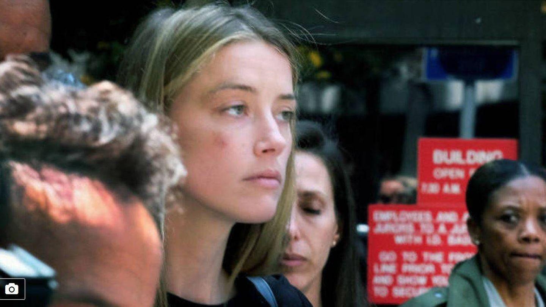 Amber Heard sale de los juzgados magullada (Ver galería)