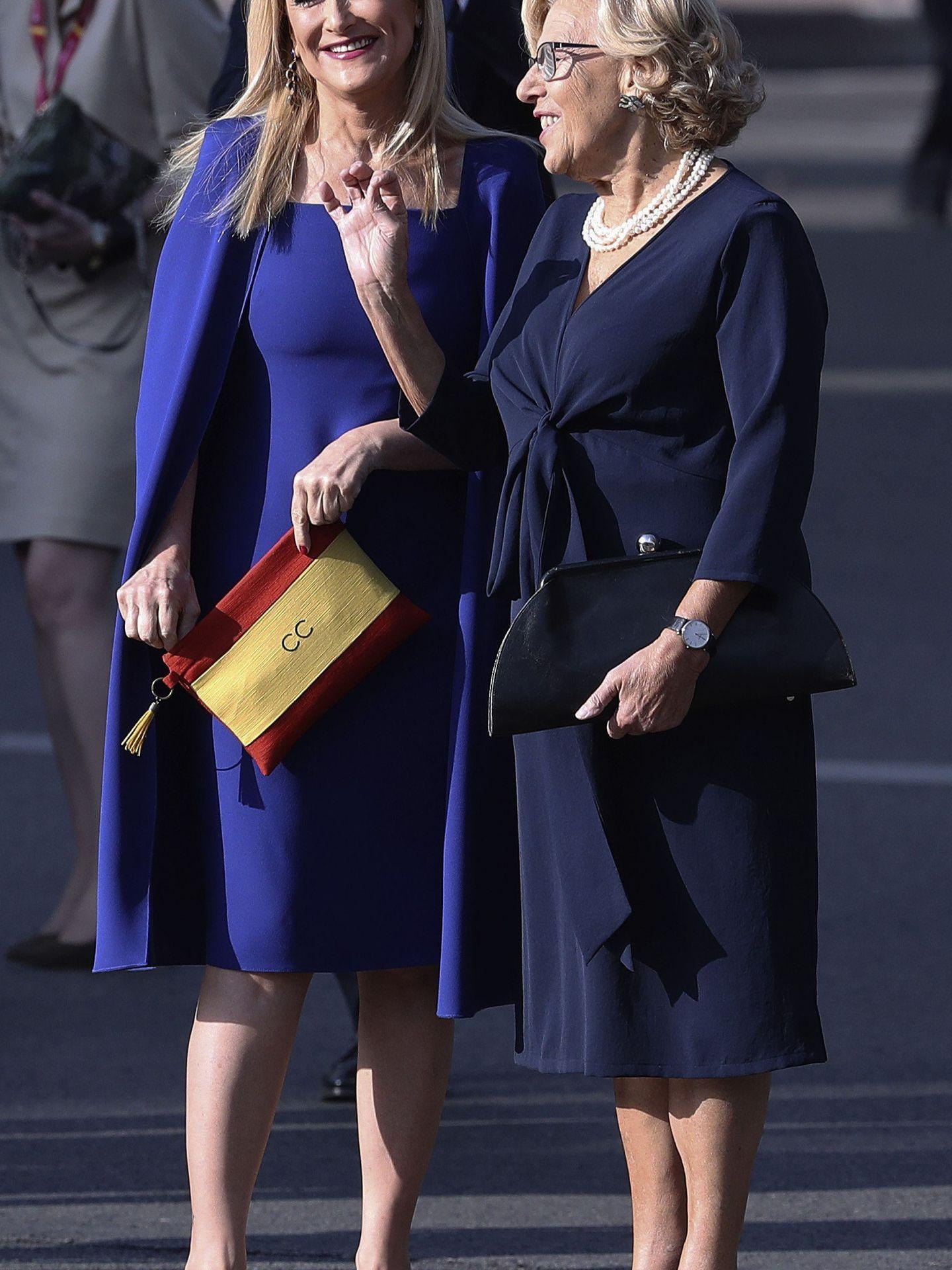 Cristina Cifuentes y Manuela Carmena, presidenta y alcaldesa de Madrid, el pasado 12 de octubre en la capital. (EFE)