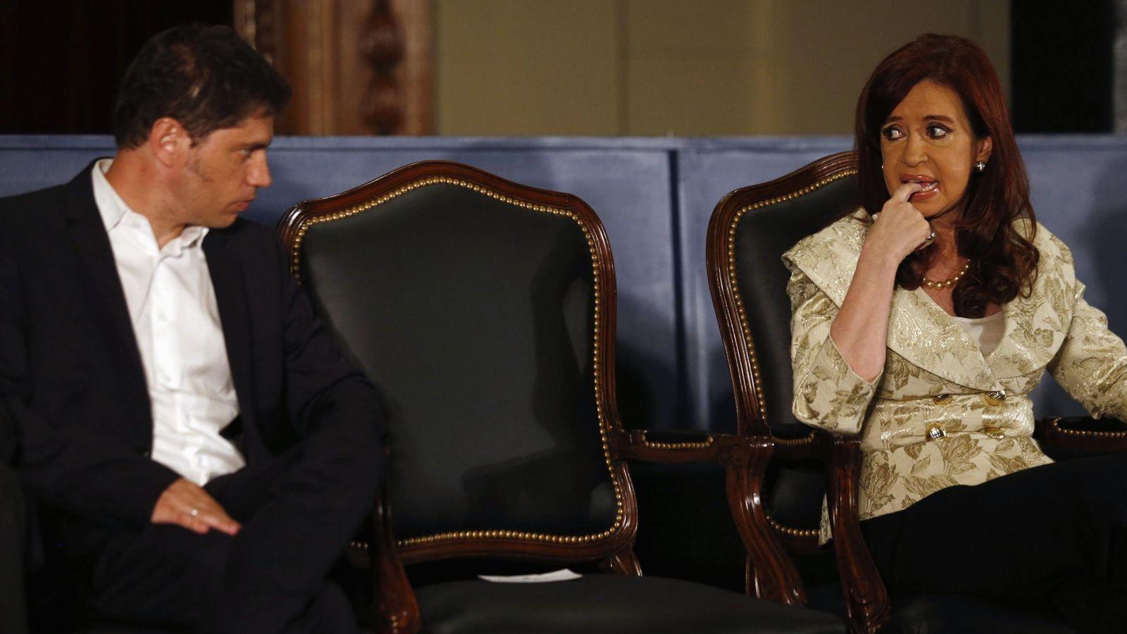 Foto: Cristina Fernández de Kirchner junto al ministro de Economía de Argentina, Axel Kicillof, durante una ceremonia en la Bolsa de Valores de Buenos Aires. REUTERS / Marcos Brindicci