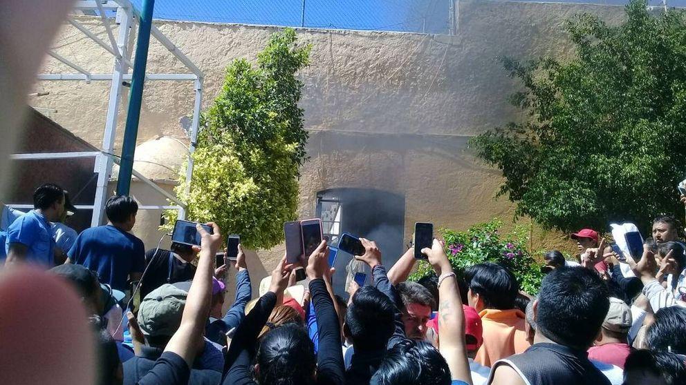 Cómo un falso wasap llevó a un pueblo mexicano a quemar vivos a dos inocentes
