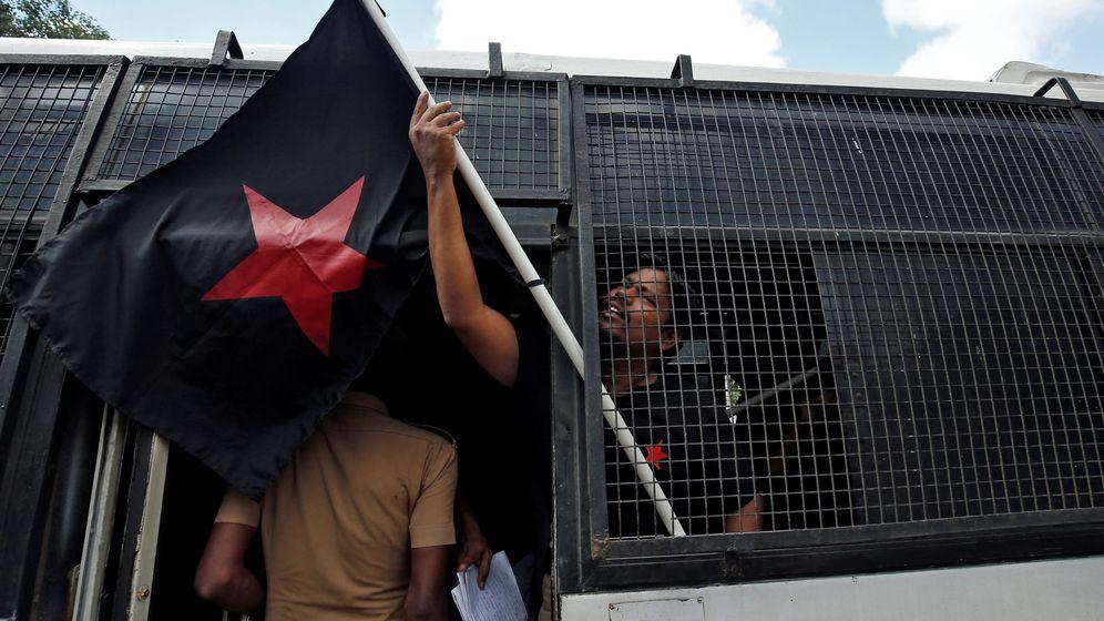 Foto: Un partidario de un grupo étnico tamil, tras una protesta contra la visita del hasta ahora presidente Gotabaya Rajapaksa. (Reuters)