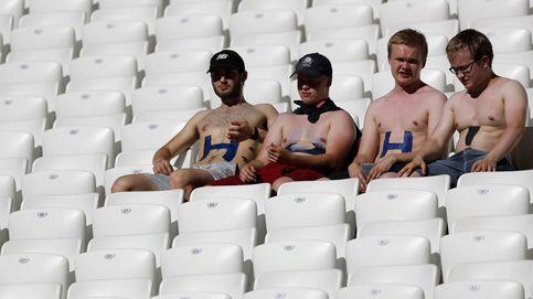 Aficionados esperan al comienzo del partido en el Mundial