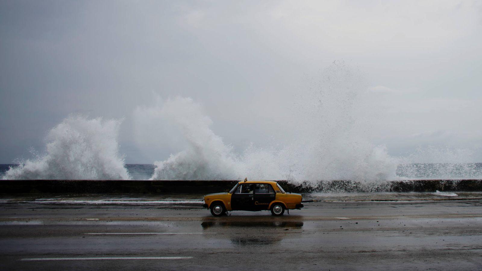 Foto: Un taxi en el Malecón de La Habana. (Reuters)