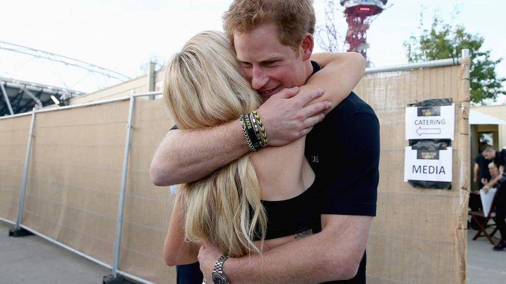 Pillan al príncipe Harry y a Ellie Goulding besándose (según 'The Sun')