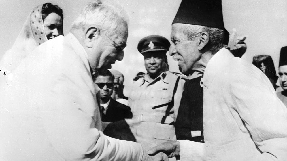 Foto:  El Aga Khan saluda al Nizam de Hyderabad. (Cordon Press)