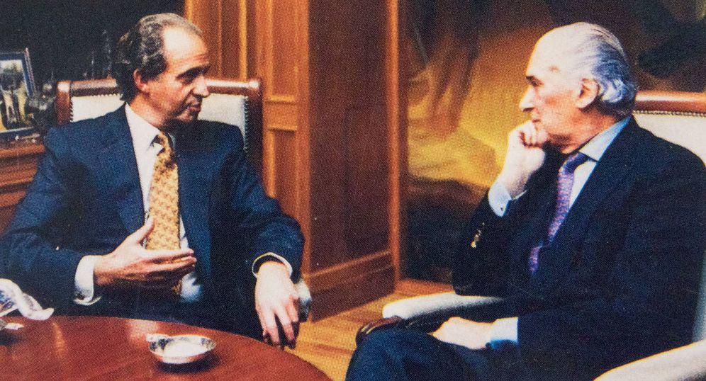 Foto: Juan Carlos I y José Luis de Vilallonga, durante la elaboración del libro. (Fixot)