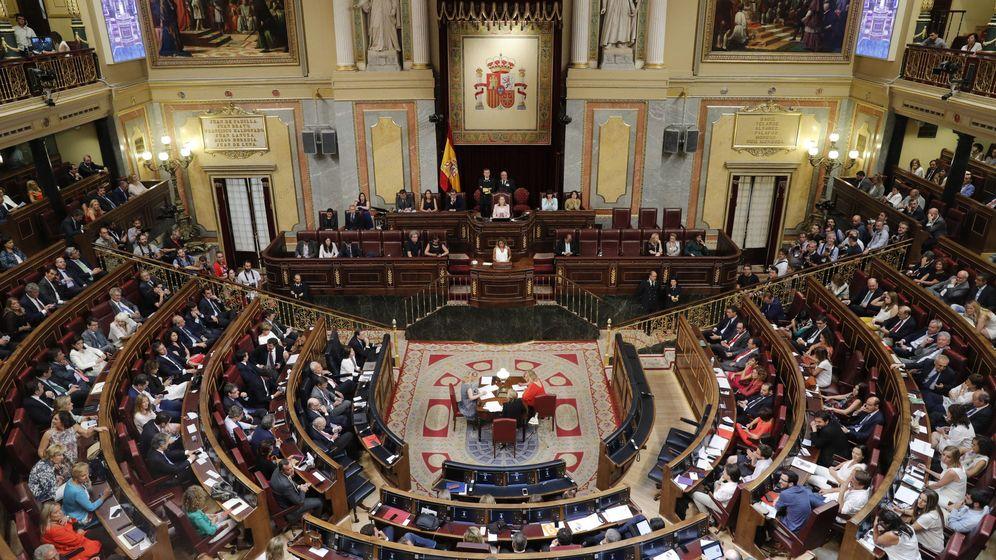 Foto: Vista general del hemiciclo del Congreso de los Diputasdos tras la sesión constitutiva de las Cortes Generales de la XII Legislatura. (Efe)