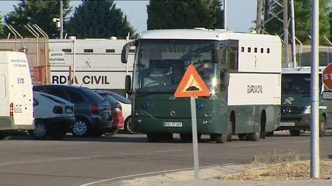 Sale de la cárcel de Valdemoro el convoy que traslada a Cataluña a presos 'indepes'