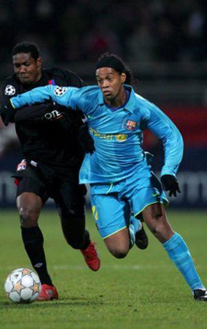 Y, finalmente, Ronaldinho acabó en el banquillo